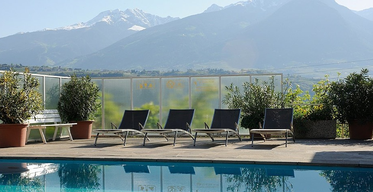 Wellnesswochenende in Marling im Bio Wellnesshotel Pazeider mit Pool